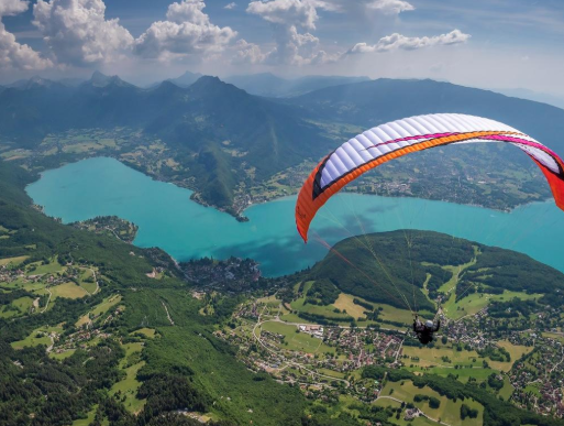 Lake Annecy In France - French Alps Vacation & Campsites